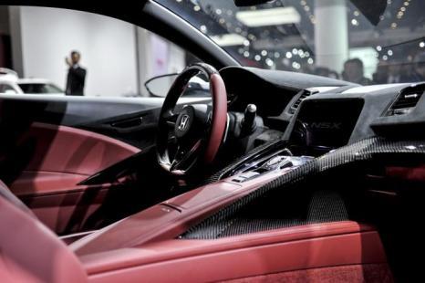 Honda презентовала спортивный NSX на автосалоне в Токио 20 ноября 2013 года. Фото: Keith Tsuji/Getty Images