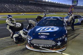 Брэд Кеселовски участвует в гонках NASCAR на новом Fusion. Фото: Ford