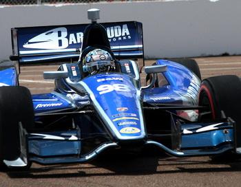 Алекс Таглиани, пилот болида № 98 BHA Dallara, получит в своё распоряжение новый двигатель Honda до конца сезона IndyCar 2012 года. Фото: Джеймс Фиш/Великая Эпоха (The Epoch Times)