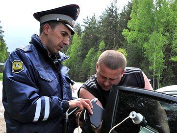 За тонирование стекол авто снимут номера. Фото с сайта avto.mail.ru