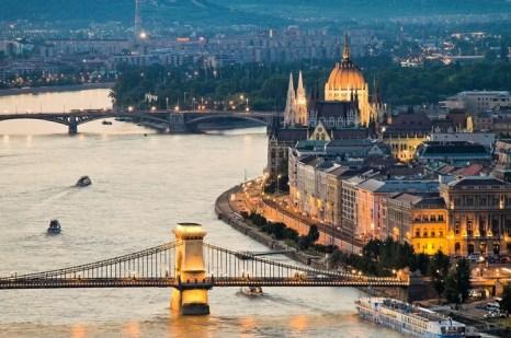 Двухтысячилетняя история сделала Будапешт ещё красочнее и привлекательнее. Фото: Euromapa.net