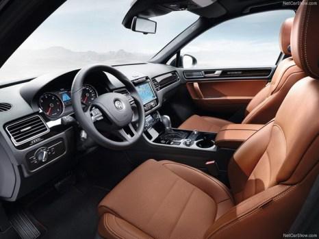 Салон Volkswagen/VW Touareg II, 2013. Фото: netcarshow.com