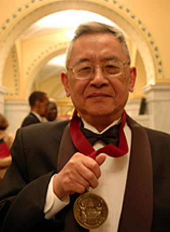 Профессор доктор Юй Инши был награжден премией John W. Kluge Prize 2006 как «Величайший китайский историк нашего поколения» и «Наиболее читаемый современный историк, издающийся на китайском языке». Он написал более 30 книг, охватывающих исторический период более 2000 лет». Фото: DJY
