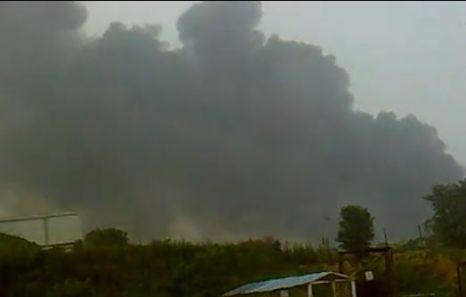 Фото с места событий. Взрыв произошёл на нефтепроводе в городе Далянь провинции Ляонин. 16 июля 2010 год. Фото с aboluowang.com