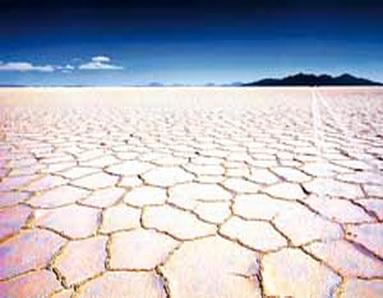 Озеро Уюни в Боливии. Здесь находится одно из крупнейших в мире месторождений лития. Фото:  Martin Bernetti/AFP/Getty Image