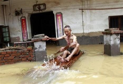 Наводнения в Китае. Июнь 2010 год. Фото АР