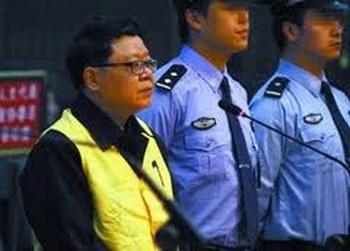 Власти Китая, смягчая наказание бежавшим за границу чиновникам, готовят себе путь к  отступлению. Фото: news.mop.com