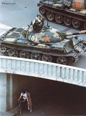 5 июня 1989 г. Кровавое подавление продолжается. Фото с 64memo.com