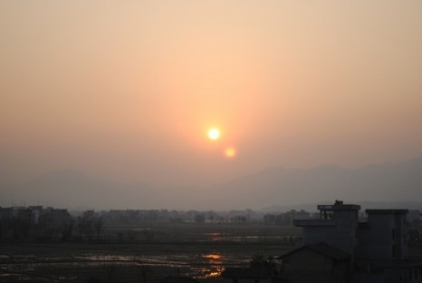 Необычное явление «два солнца» в провинции Цзянси. Январь 2011 года. Фото с epochtimes.com
