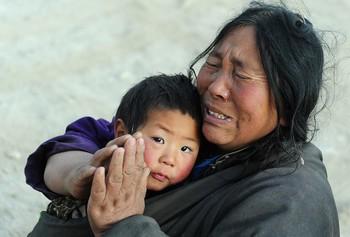 Пострадавшие от землетрясения тибетцы. Фото: FREDERIC J. BROWN/AFP/Getty Images