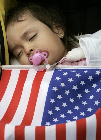 Богатые китайцы стараются родить своего ребёнка в США. Фото: STAN HONDA/AFP/Getty Images