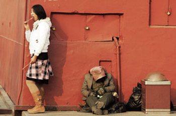 В Китае неуклонно увеличивается разница доходов бедных и богатых. Фото с epochtimes.com