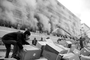 Пожар на складе в Китае уничтожил товар более чем на 5 млн. долларов