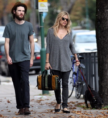 Sienna Miller; Tom Sturridge.  Фото:  George Pimentel/ Getty Images