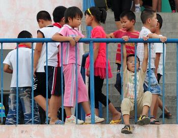 Дети в Китае.  Фото:  MARK RALSTON/AFP/Getty Images