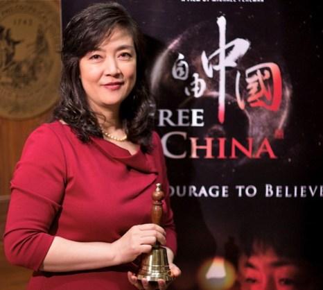 Дженнифер Цзэн на церемонии награждения, 12 мая, Филадельфия. Фильм «Свободный Китай», в котором рассказывается о её страданиях за веру в Фалуньгун, получил высшие награды на кинофестивале. Фото: Edward Dai/The Epoch Times