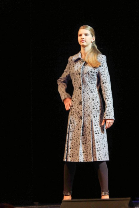 Коллекцию «Вот иду я такая…» представляет швейная фирма «Юнона».  Фото: Нина Апёнова/Великая Эпоха (The Epoch Times)