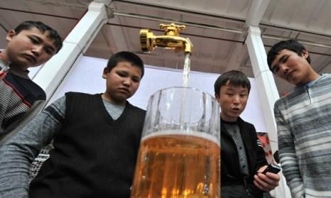 Китайские зарисовки.Еда - поголовное хобби всех китайцев. Фото: VYACHESLAV OSELEDKO/AFP/Getty Images