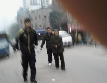 Агенты разделились на три смены, чтобы следить за пенсионеркой 24 часа в сутки. Фото: сайт Минхуэй