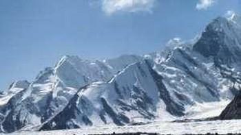 Изменение климата оказывает губительное влияние на ледники в горных районах Юго-Западного Китая. Фото с dinosaur.ru