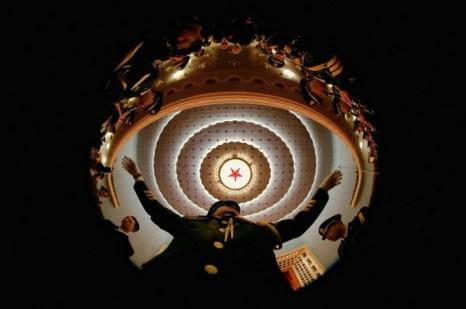 Дирижёр военного оркестра на репетиции перед открытием сессии Народного политического консультативного совета Китая в Большом народном зале, Пекин, 3 марта. Фото: Feng Li/Getty Images