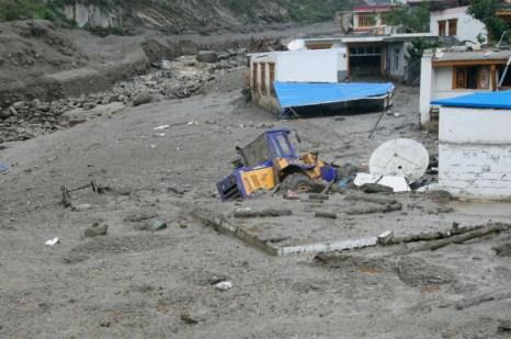 В результате схода оползня в Маосяне провинции Сычуань 8 человек пропали без вести.