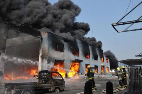 Китай: пожар на заводе по производству пластмассы в Вэньчжоу
