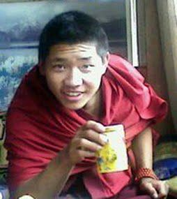 21-летний монах Лобсанг Пхунцок, который совершил самосожжение. Фото с блога тибетской писательницы Войсер