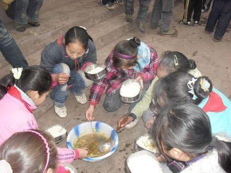 Школьники бедных районов Китая. 2011 год