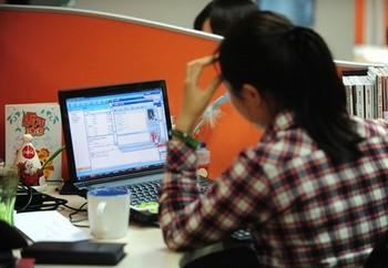 Китайские власти обеспокоены тем, что теряют контроль над информацией из-за развития Интернета. Фото: Getty Images