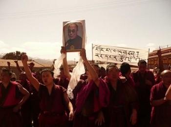 Тибетцы протестую против репрессивной политики Пекина по отношению к их региону. Фото: stoptibetcrisis.net