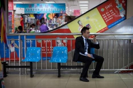 Каждый месяц более 10 миллионов пользователей мобильных телефонов в Китае лишаются части денег со своего мобильного счёта, даже не подозревая об этом. Фото: AFP PHOTO / Ed Jones