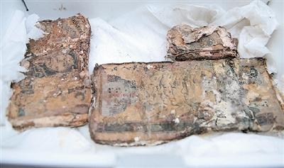 Закопанные под кроватью 80 тысяч юаней за 13 лет сгнили. Октябрь 2011 год. Провинция Хэнань. Фото: news.dahe.cn
