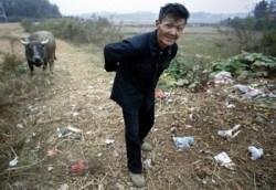 В Китае в среднем исчезает по 20 деревень в день. Фото: FREDERIC J. BROWN/AFP/Getty Images