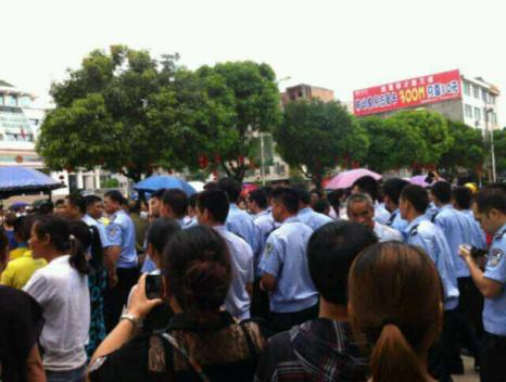 Протесты в уезде Шаньлинь. Июнь 2013 года. Фото с molihua.org