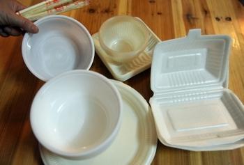 Пенопластовую посуду в Китае делают из импортных токсичных отходов. Фото с epochtimes.com