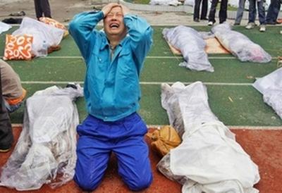 Дэн Цзянькан после пыток в тюрьме города Лэшань провинции Сычуань. Умер 18 июля 2012 года. Фото с minghui.org