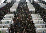 Китайские выпускники ищут работу на ярмарке труда. Город Нанкин. Фото: GETTY IMAGES