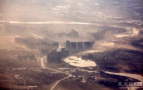 Окрестности Пекина, покрытые смогом. 6 февраля 2012 год. Фото: David Gray