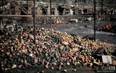 После пожара на одном из оптовых овощных рынков Пекина. 7 февраля 2012 год. Фото: Ван Дэян