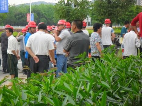 Нанятые чиновниками бандиты. Китай, провинция Фуцзянь. Май 2013 года. Фото с epochtimes.com