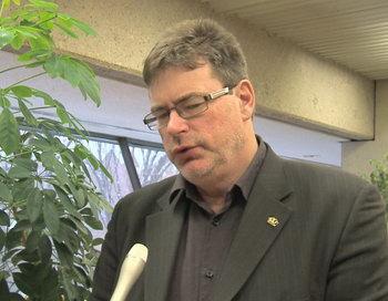 Член парламента Брент Ратгебер обсудил на форуме преступления, связанные с принудительным извлечением органов в Китае, 19 января 2013 года, Университет Альберты. Фото: NTD Television