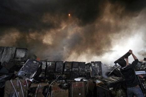 Фоторепортаж. Пожар логистического комплекса произошел в Ланьчжоу. Фото: ChinaFotoPress/Getty Images