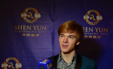 Скрипач Юрий Ревич из Москвы на концерте Shen Yun Performing Arts в Вене. Фото: Foto: Florian Godovits / The Epoch Times