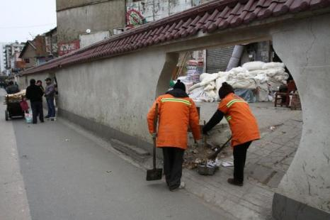 Что скрывают стены на улицах города Ухань? Фото с secretchina.com