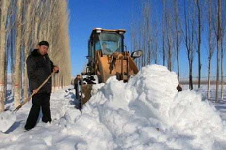 Мощные снегопады обрушились на Синьцзян, 1 человек погиб. Фото: epochtimes.com