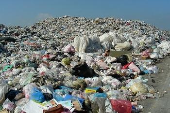 Китайские города окружены переполненными свалками мусора. Фото с epochtimes.com