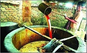 Один из многочисленных подпольных цехов по производству помойного масла в Китае. Фото с epochtimes.com