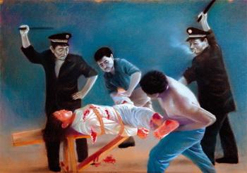 Художник изобразил, как последовательницу Фалуньгун пытают полицейские китайского режима. Фото: Minghui.org