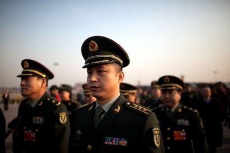 Представители Народно-освободительной армии Китая (НОАК) на площади Тяньаньмэнь, Пекин, 5 марта. Фото: Ed Jones/AFP/Getty Images